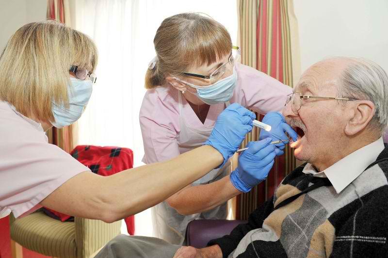 Dental Care Checklist for Grandma and Grandpa